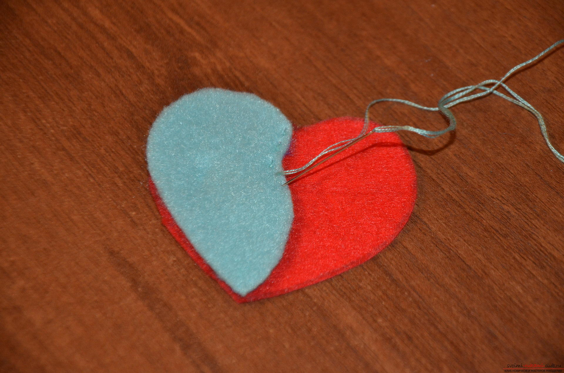This master class valentines will teach you how to make your own heart with bullfinches made of felt .. Photo number 9
