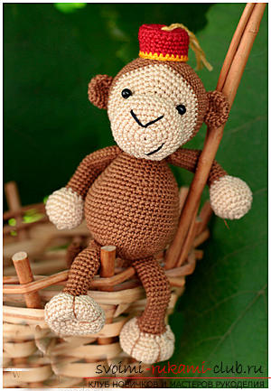 Master class on crocheting monkey amigurumi Abu with his hands with a detailed description. Photo number 15