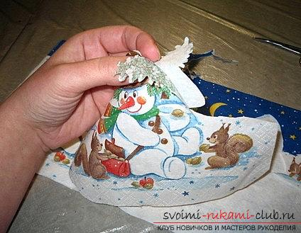 Decoration of a New Year's plate for a Christmas table is a master class of decoupage. Picture №3