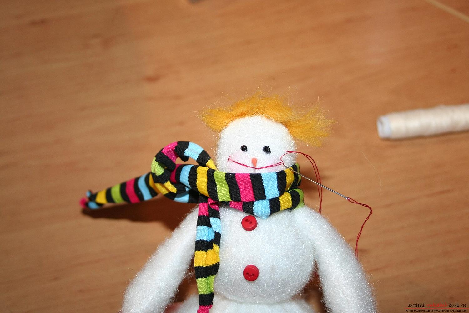 A detailed master class will show you how to make your own hands a New Year's hand-made snowman. Photo number 35