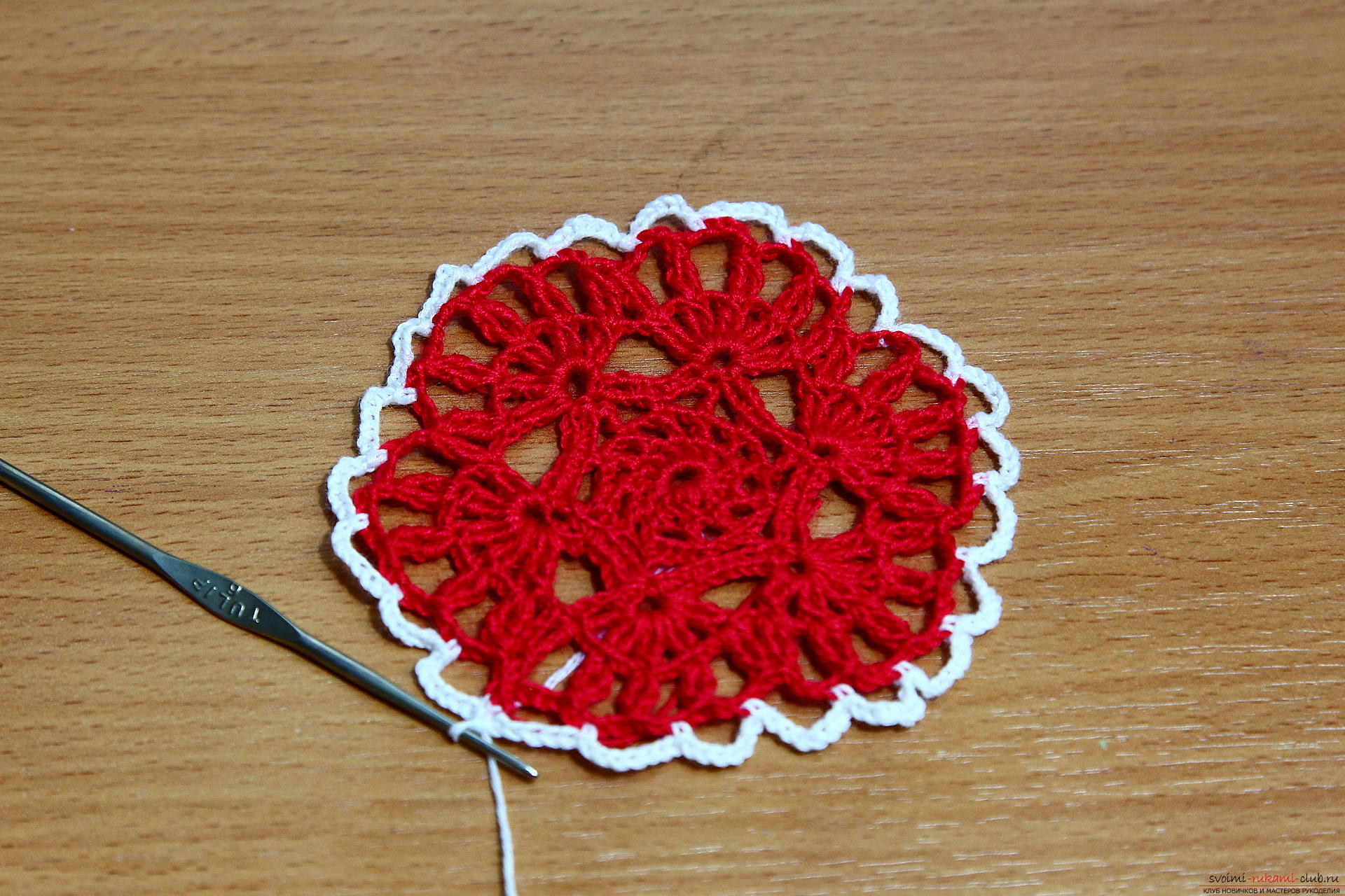 The master class will teach how to crochet a New Year's craft - a knitted Christmas tree toy. Photo №8