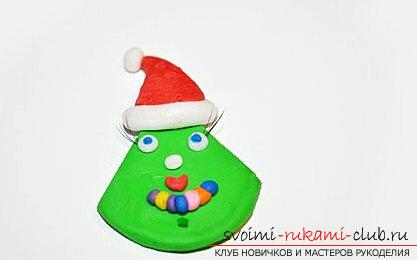 We make the Christmas tree toy on the magnet with our own hands - the technique of sculpting from polymer clay. Picture №3