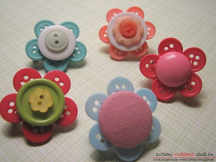 Crafts made of buttons made by own hands. How to make simple crafts. Picture number 2