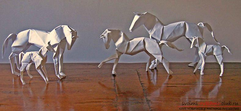 A figurine of a horse made in origami technique. Photo №4