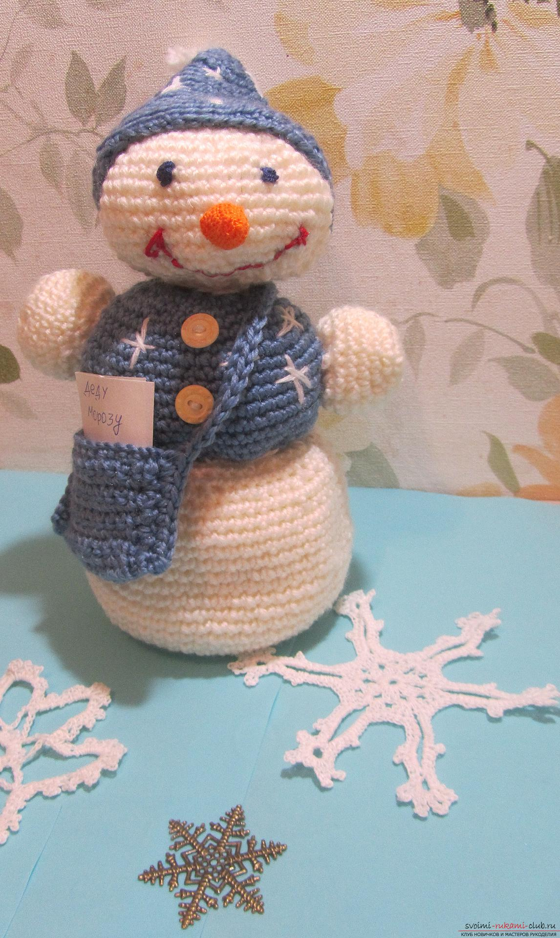 The master class will tell you how to create a New Year's craft - a crocheted snowman Stepu. Photo №1