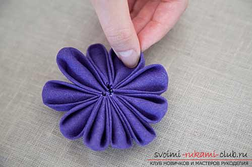 An interesting master class on the production of kanzash from satin ribbons. Picture №10