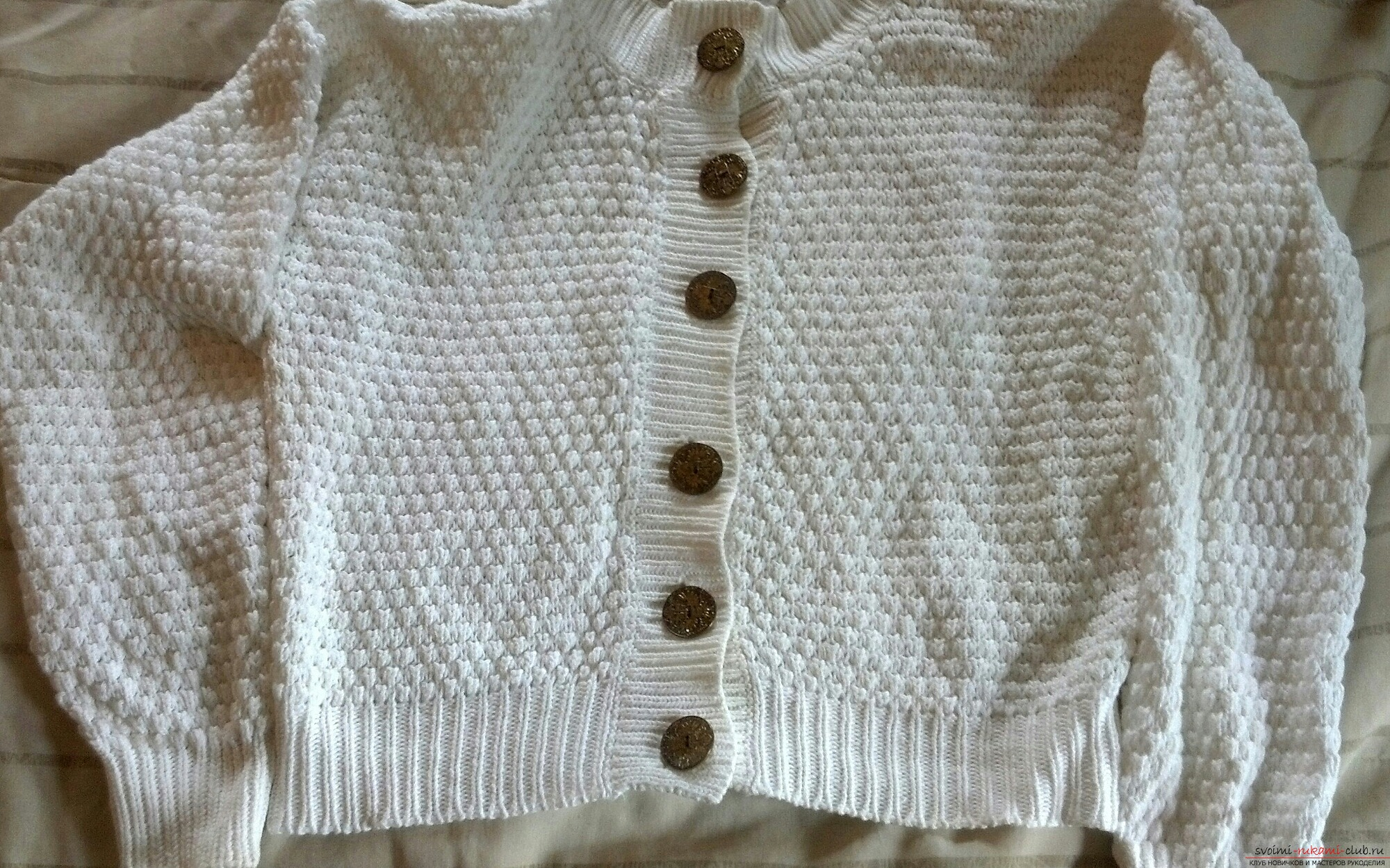 Pillow of sweaters or shirts with their own hands is sewn easily, you can do without a sewing machine .. Photo №1