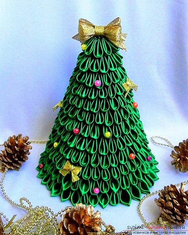 How to make a herringbone from ribbons in Kansas technique, master classes of creating Christmas trees from sharp and round petals, ways of creating ornaments for miniature Christmas trees. Picture №10