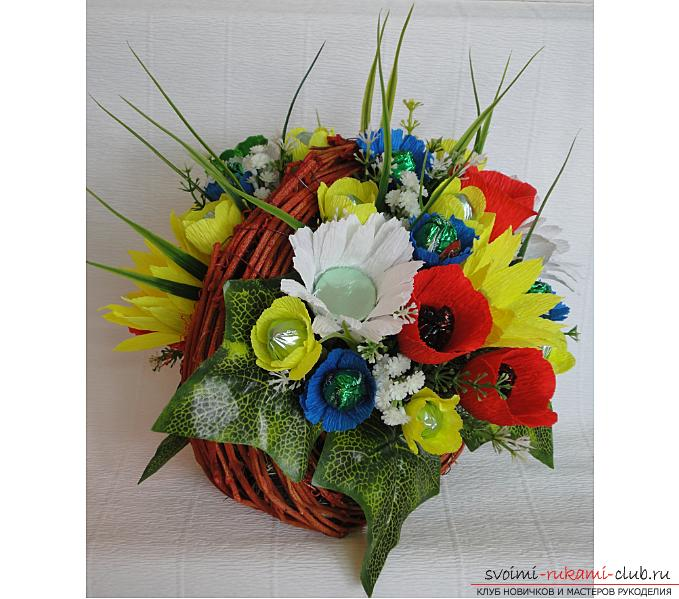 How to make a bouquet of wildflowers in suite design, step-by-step photos of making poppy, chamomile, sunflower, cornflower and crocus. Photo №1