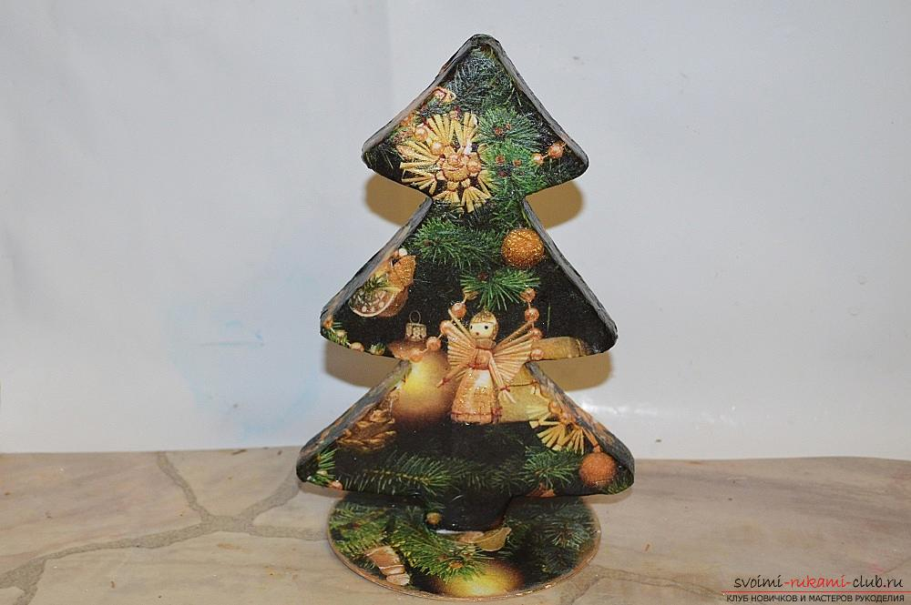The master class will teach you how to make a Christmas decoration - a Christmas tree - in the technique of decoupage. Photo number 16