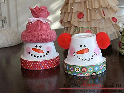 New Year's snowman with his own hands, how to make a snowman, New Year's crafts with his own hands, a snowman made of polymer clay, a snowman made of cloth, a snowman made of light bulbs .. Photo №16