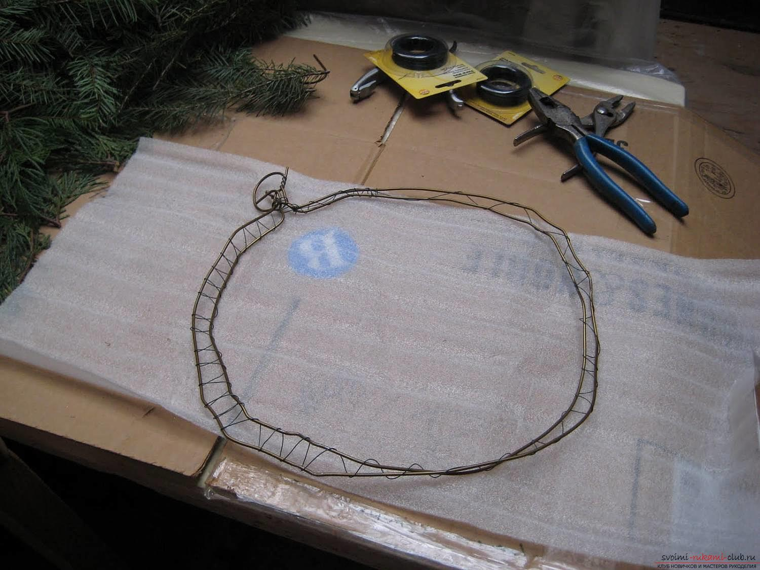 How to make a New Year's wreath of napkins. Picture №3