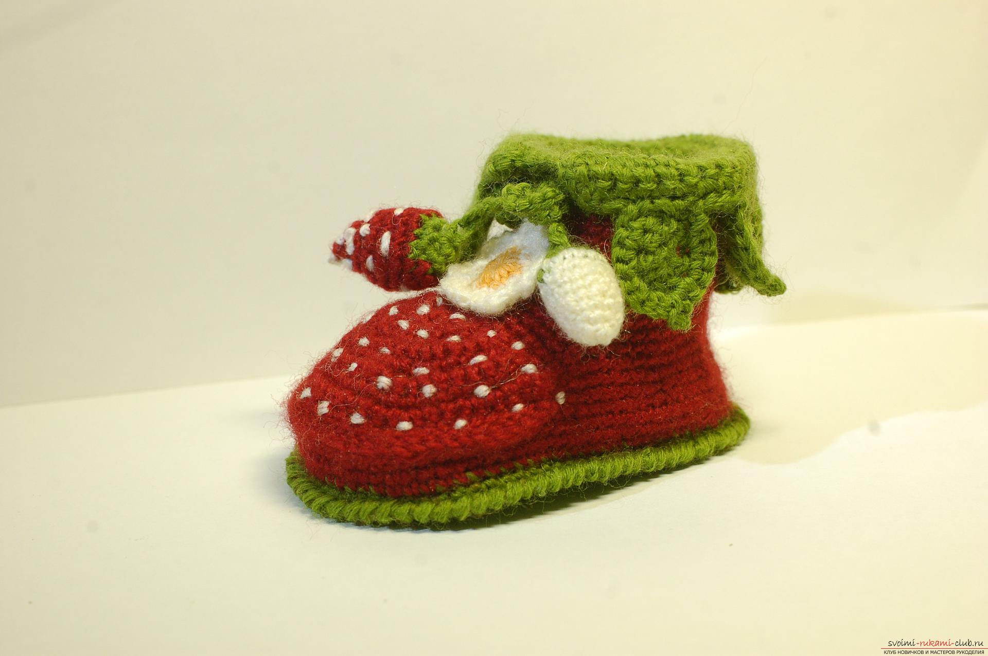 Beautiful booties with knitting needles fit for a newborn or baby up to a year. A detailed diagram with a photo and description will help to connect booties for beginners .. Photo # 29