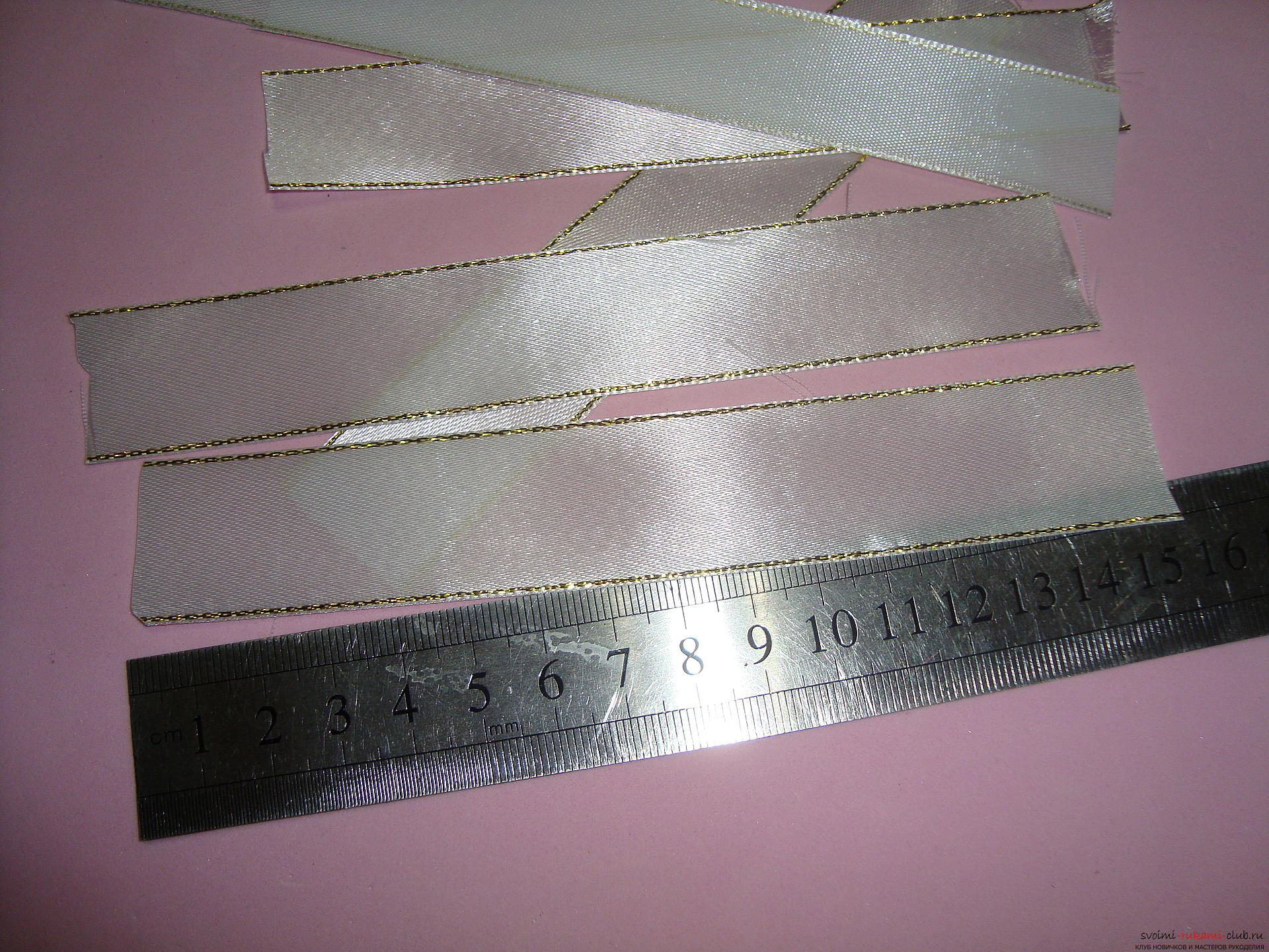 Photo-instruction for making festive bows for girls. Photo №4
