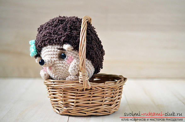We learn to knit crocheted hedgehog with hands with detailed instructions and photos .. Photo №1