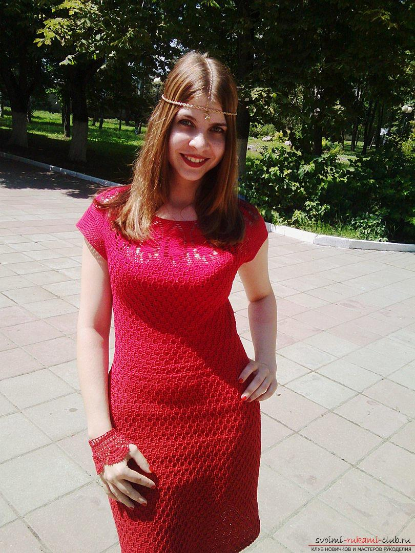 Knitted dress of cherry color. Picture №3