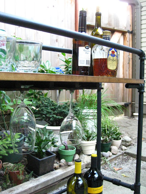 bar table with your own hands made of pipes