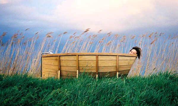 Wooden bath in the form of a boat