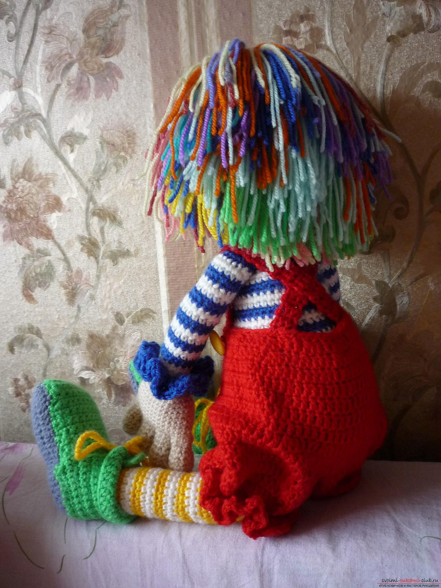 Detailed pictures of a clown toy crocheted from multi-colored yarn. Picture №3