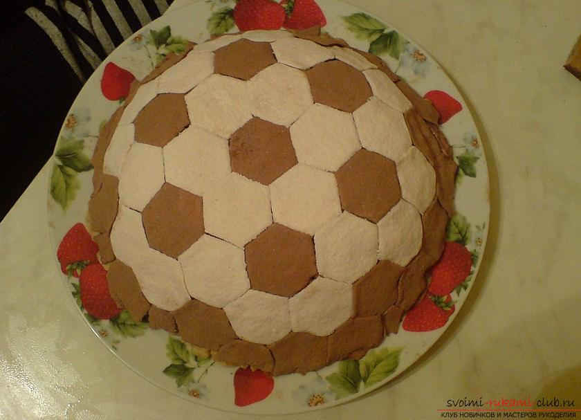 Cake-anthill with own hands: a cake in the form of a soccer ball. Photo №1