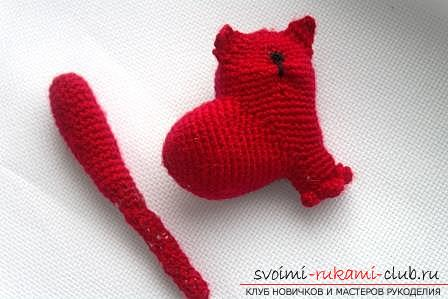 We knit an amigurumi cat in the shape of a heart with our own hands with a photo and description. Photo number 16