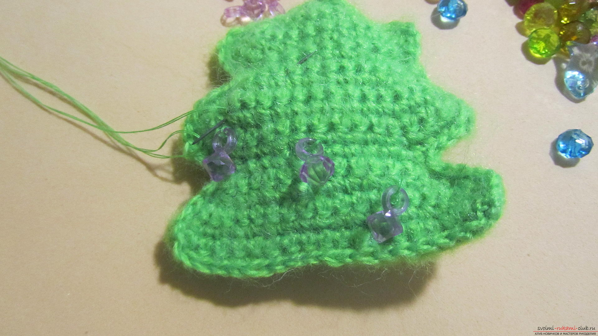 A master class with a photo and description will hold crochet lessons for a small Christmas tree. Photo # 23