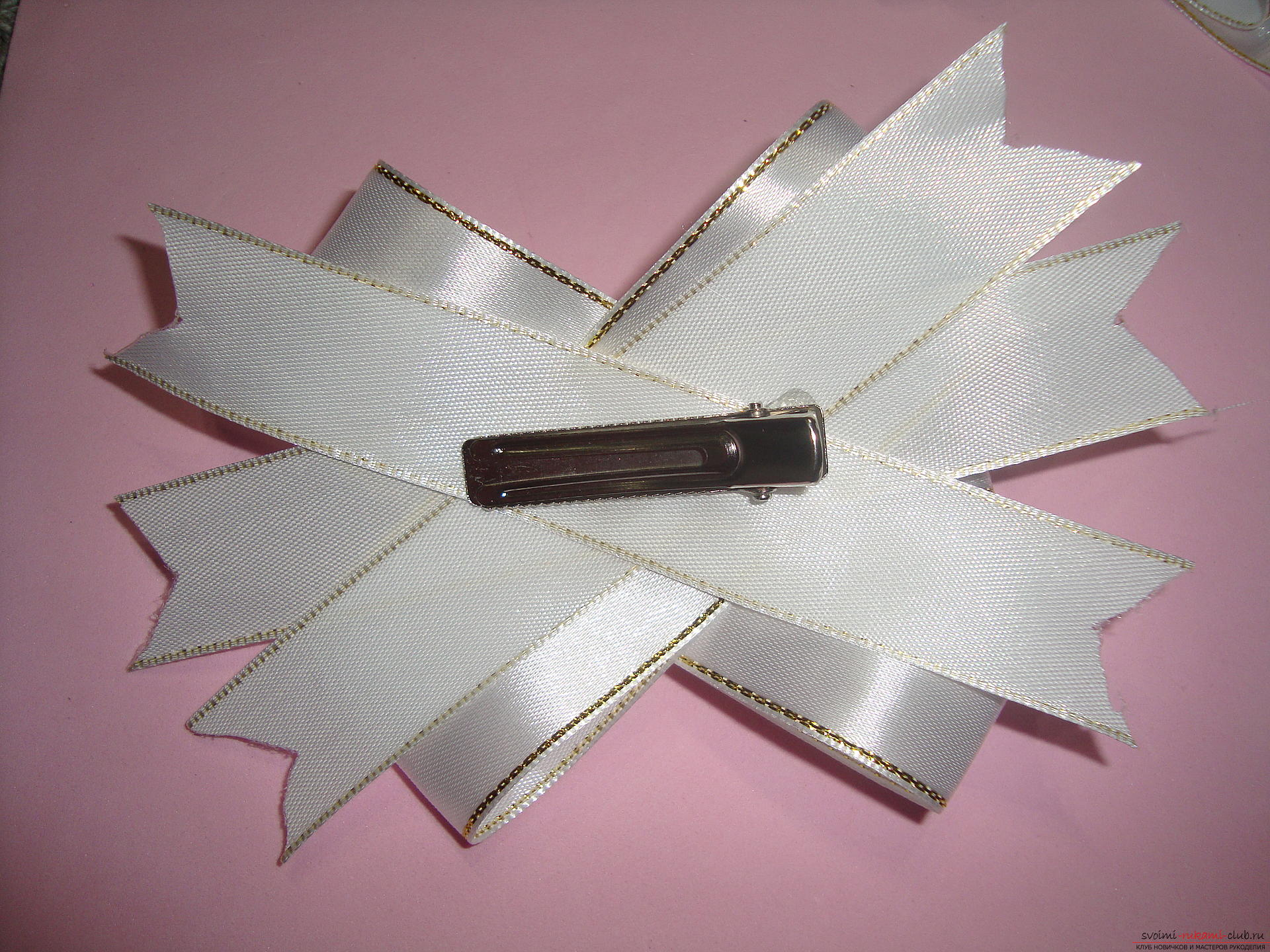 Photo-instruction for making festive bows for girls. Photo Number 18