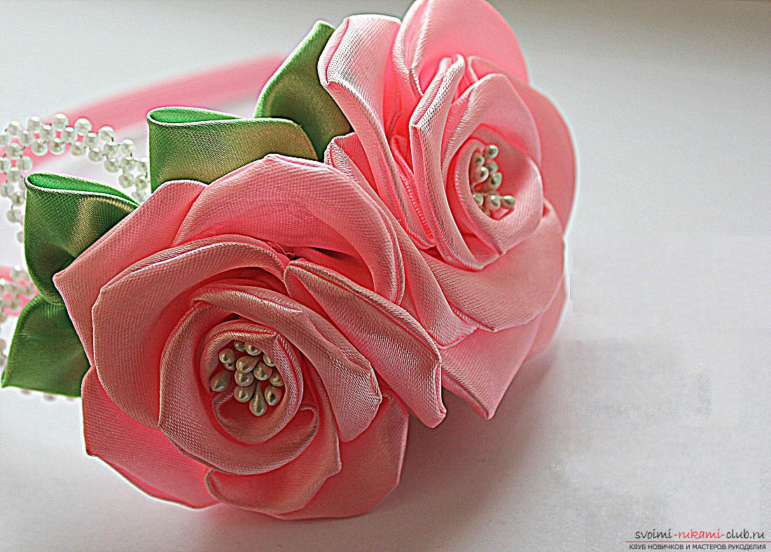 How to make roses from a ribbon with your own hands, step-by-step photos and instructions for creating a flower, seven variants of roses from a ribbon in the form of buds and blossoming flowers. Photo №1