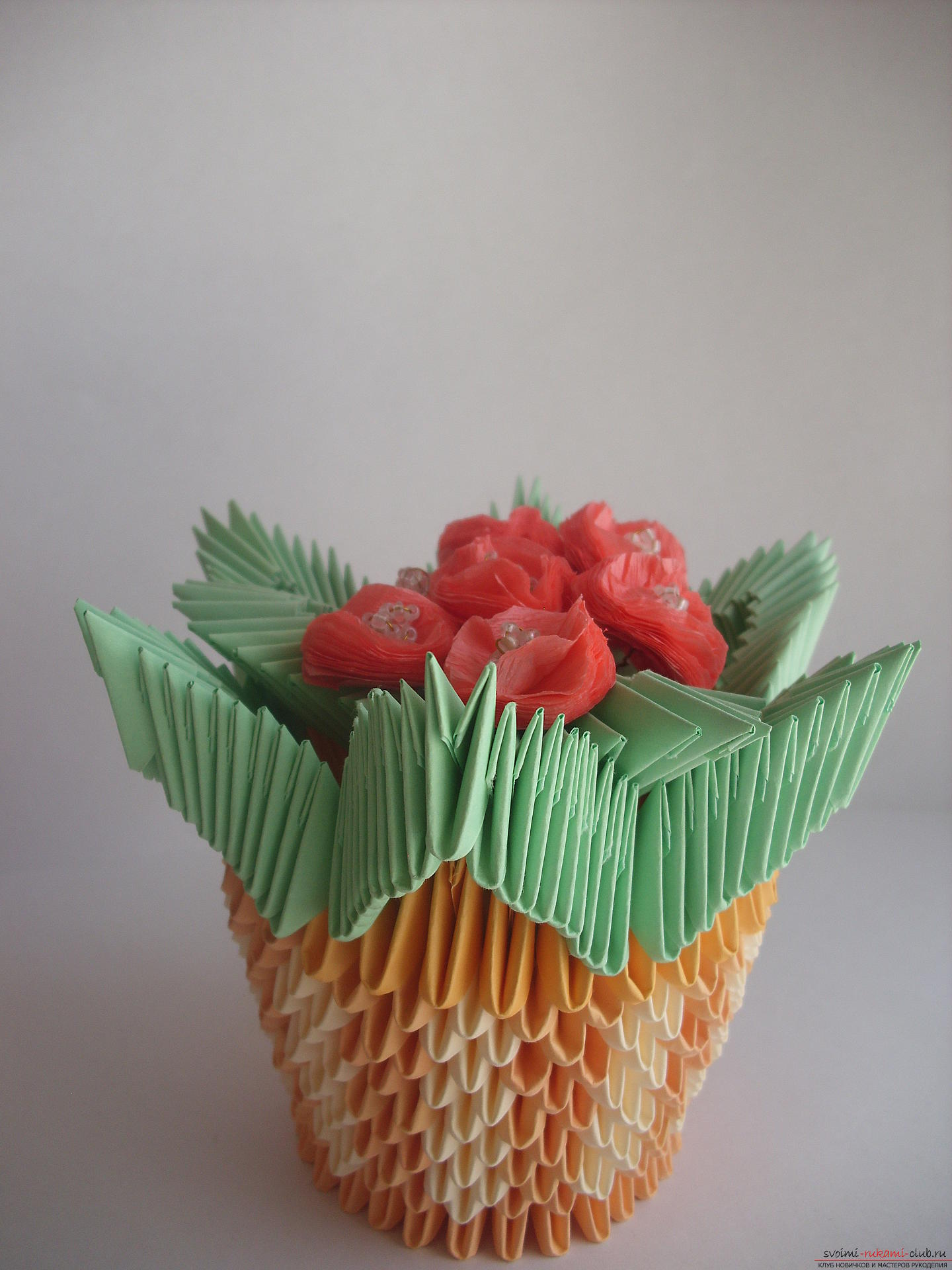 This master class will teach you how to make a violet in a vase in the technique of modular origami .. Photo №19