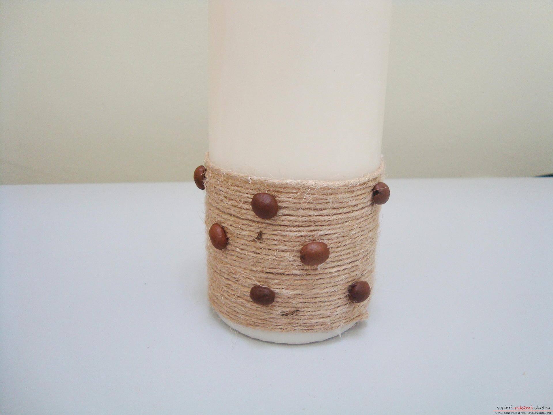 Foto's om de stap-voor-stap handleiding over het maken van een decoratieve kaars gemaakt van koffiebonen. Foto №7