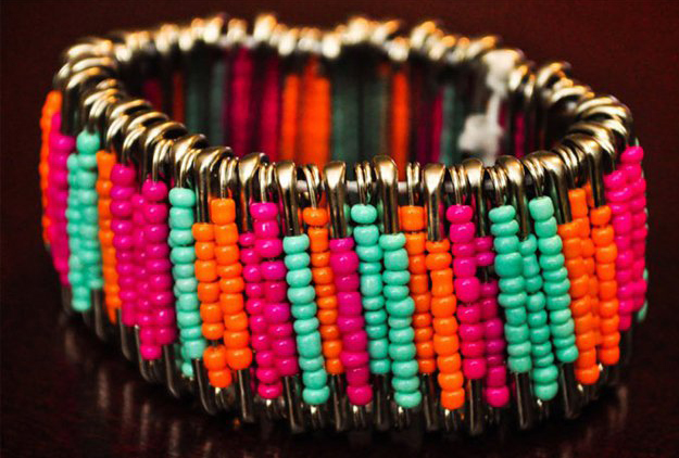 Bracelet made of pins and beads