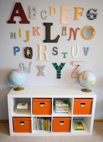 Volumetric letters on the wall in harmony with the interior