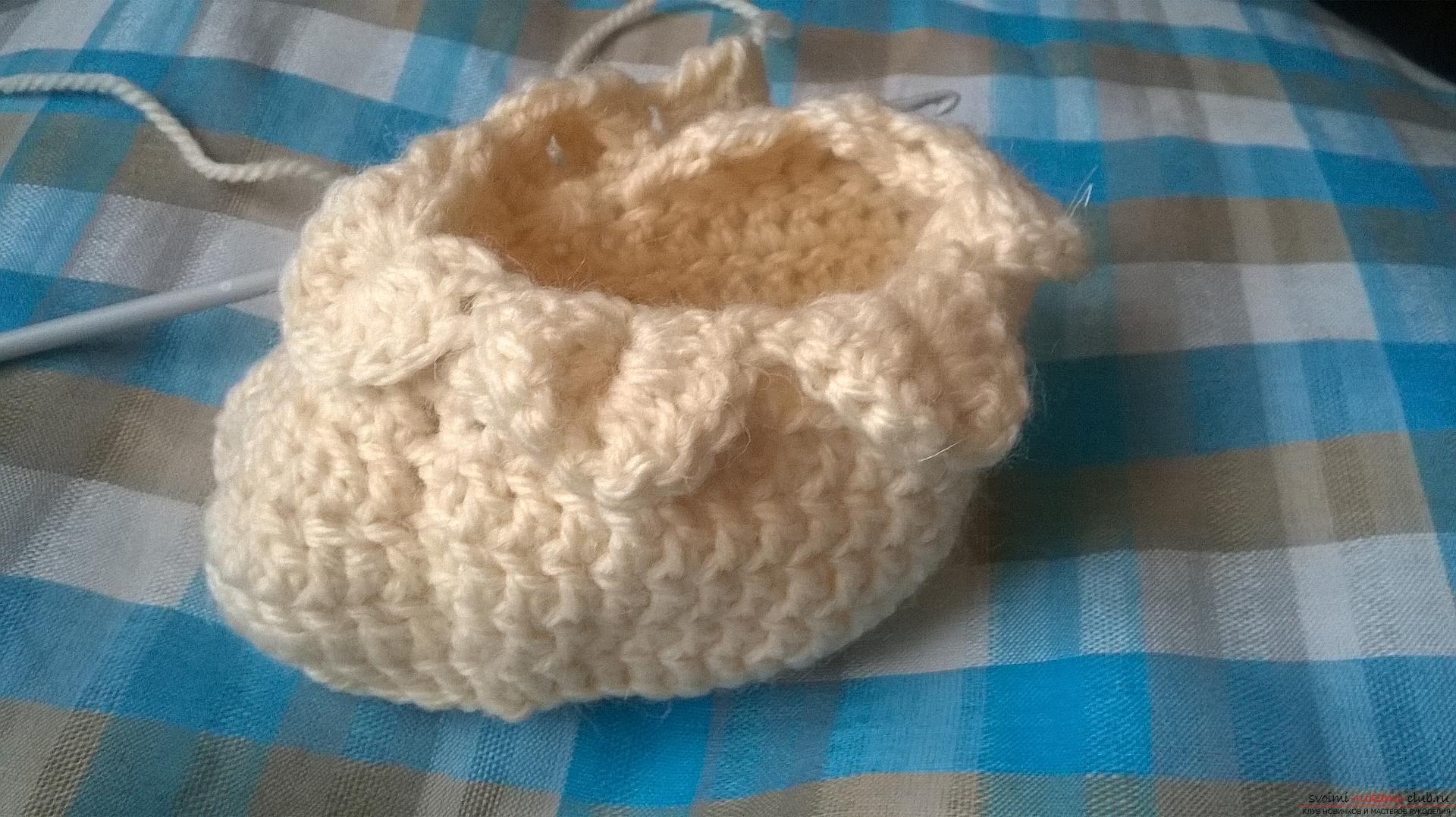 This master class with a description, diagram and video will teach how to knit booties crocheted .. Photo # 21