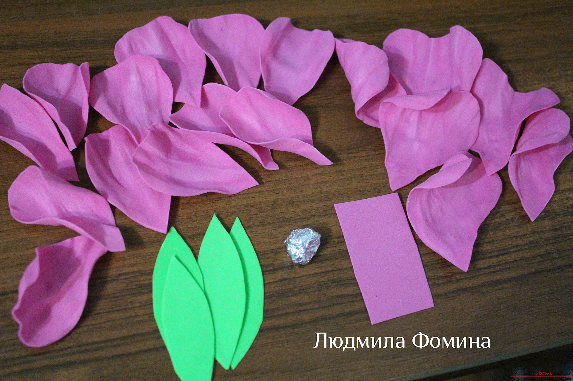 A master class on the creation of colors will teach you how to make a rose or fake skin from your hands. Photo №8