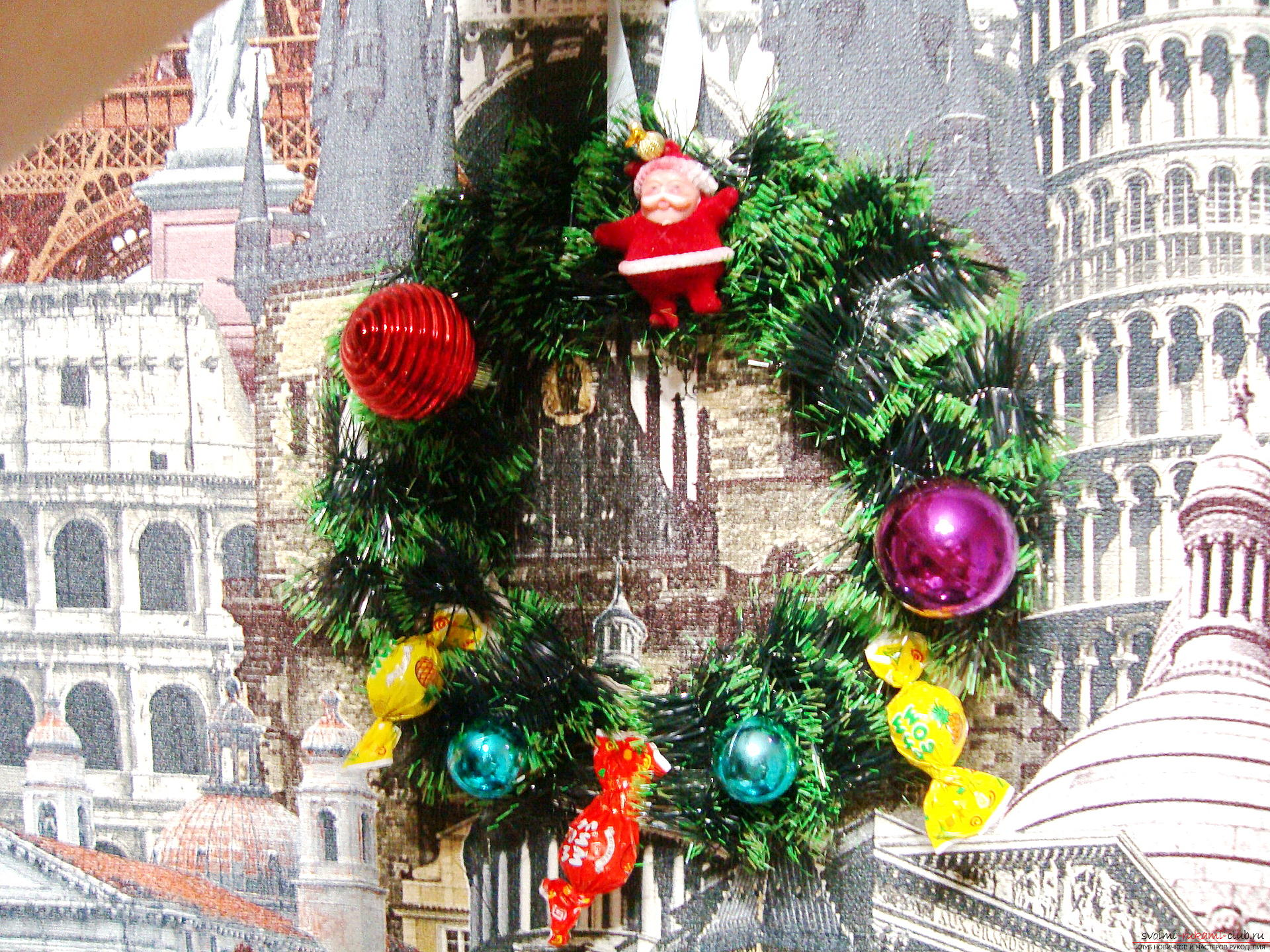 Christmas wreath, created with their own hands, will bring happiness to the house for the whole New Year.