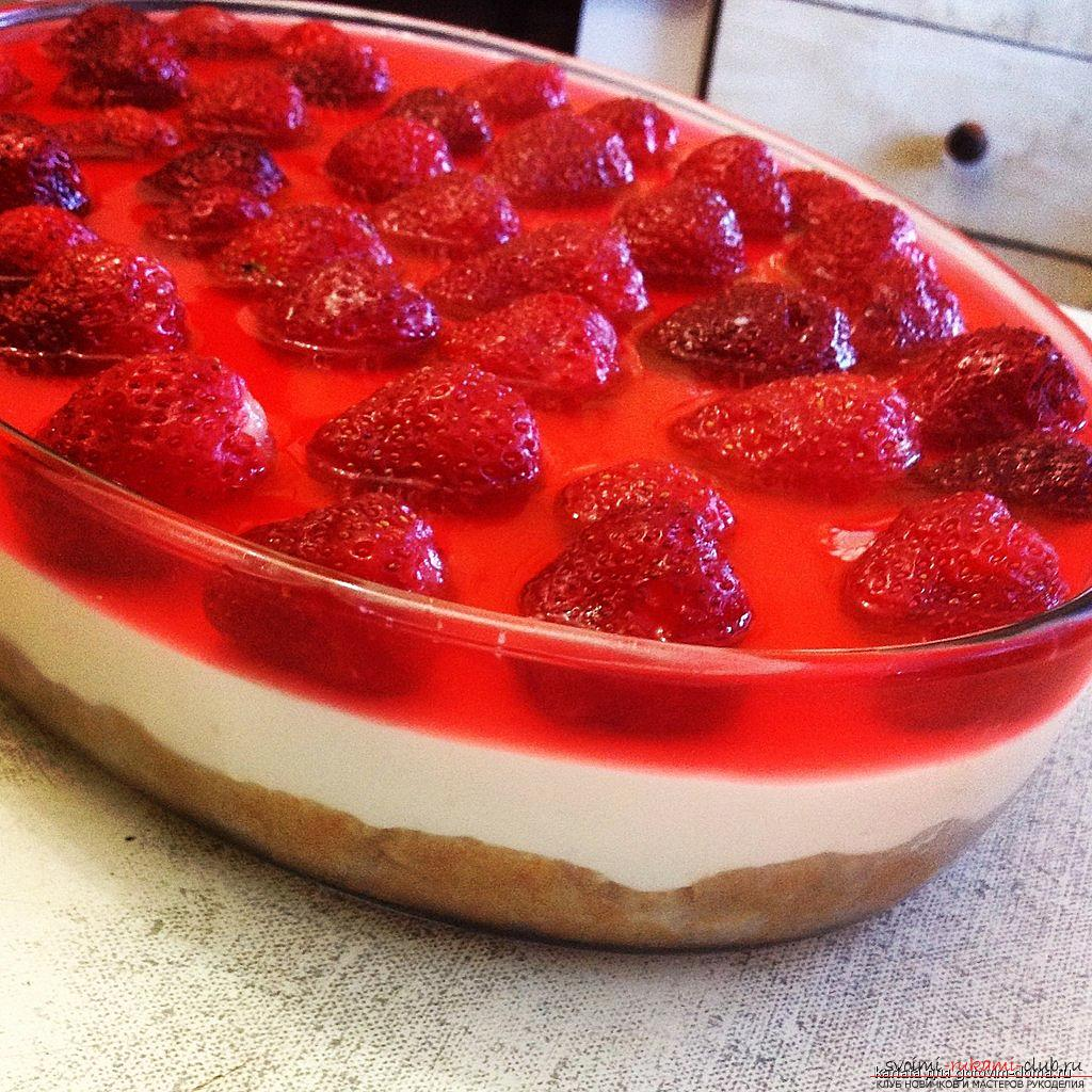 Cheesecake with strawberries with their own hands - a recipe and photos of cooking pie without baking. Picture №3