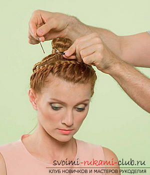 We learn to make a hairdo for the wedding with our own hands. Photo №4