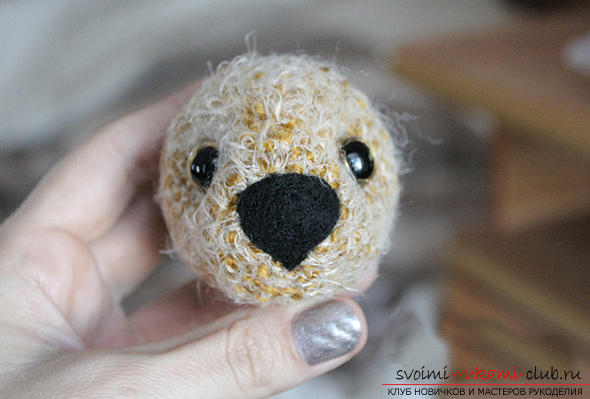 We learn to knit an Amigurumi crochet hook with a photo and a detailed description. Photo Number 14