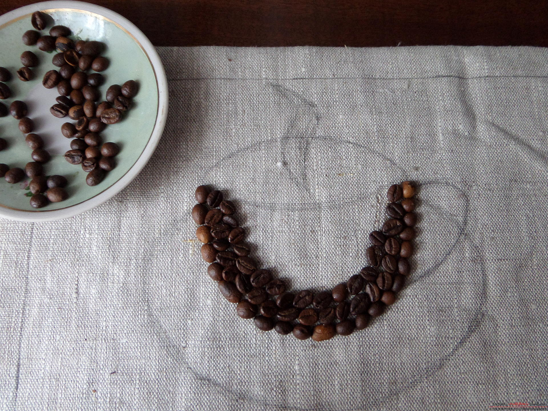 This master class with photo and description will teach you how to make coffee pictures of coffee beans for the kitchen .. Photo # 23