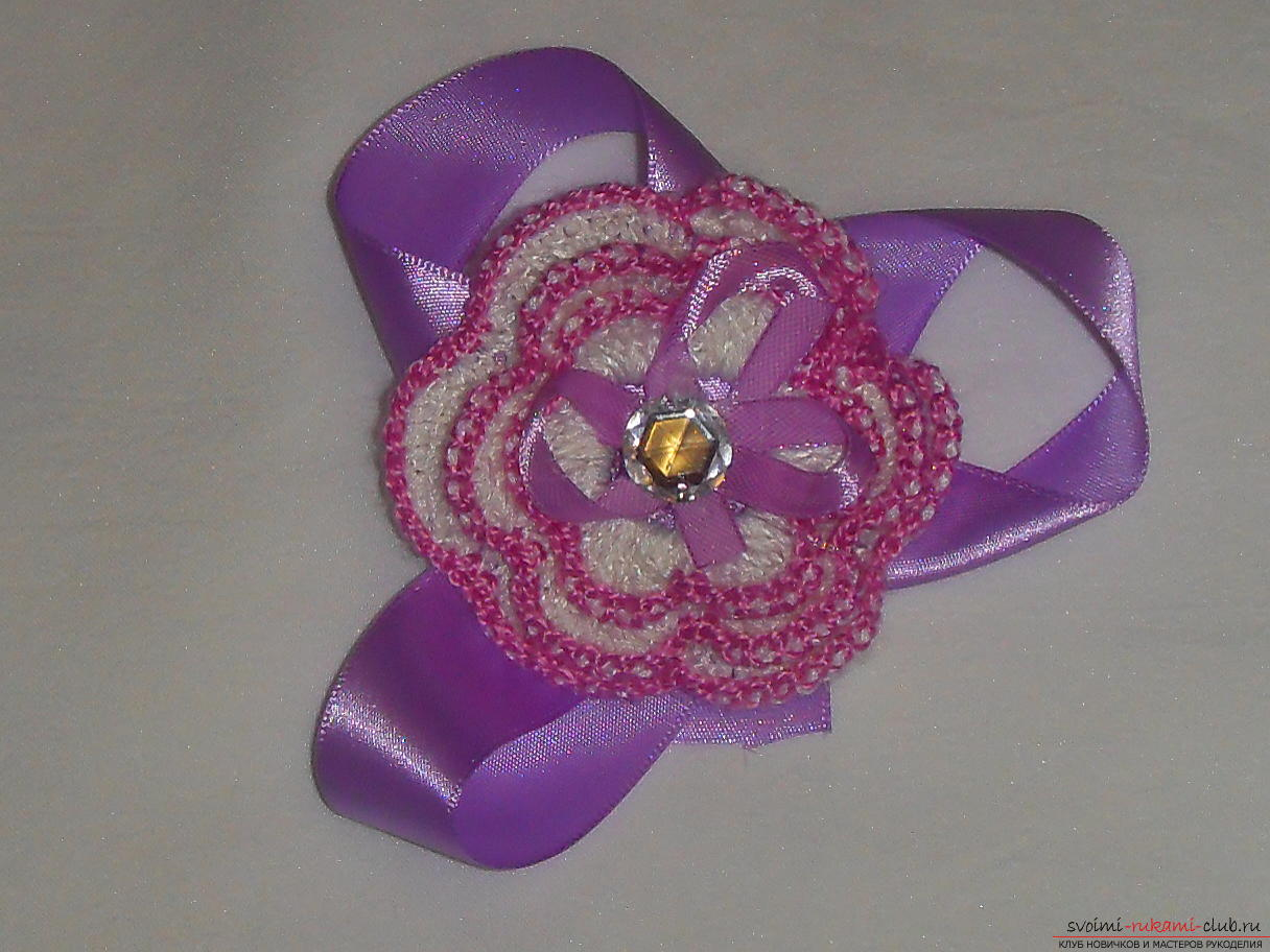 Crochet flower crochet will help create a beautiful hair band. A detailed master-class with step-by-step photos will help you learn to knit even novice craftsmen. Photo # 16