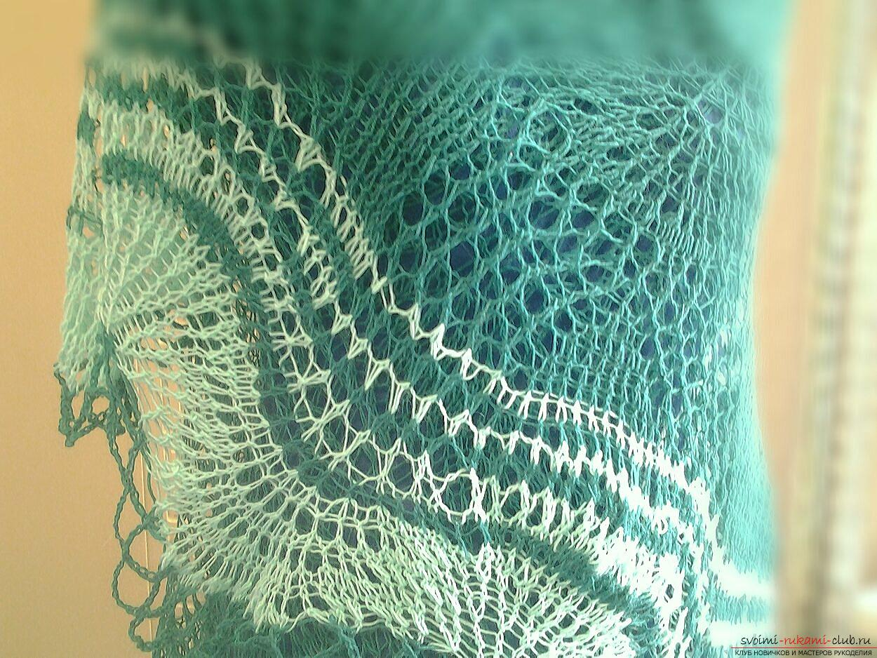 An openwork shawl made of merino wool. Photo №1