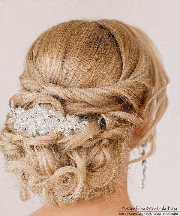 Learn how to make beautiful wedding hairstyles on medium hair with your own hands. Photo Number 21
