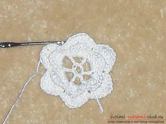 Crochet flower crochet will help create a beautiful hair band. A detailed master-class with step-by-step photos will help you learn to knit even beginners. Photo # 10