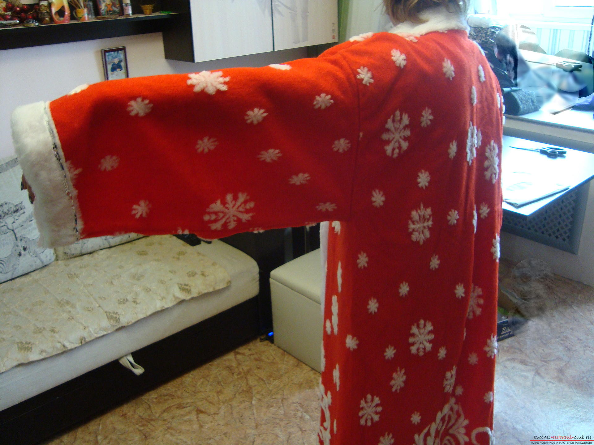 Photo at the lesson on the creation of Santa Claus costume. Photo №4
