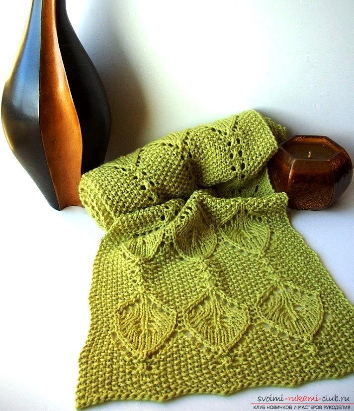Knitting a bright openwork scarf with knitting needles. Picture №3