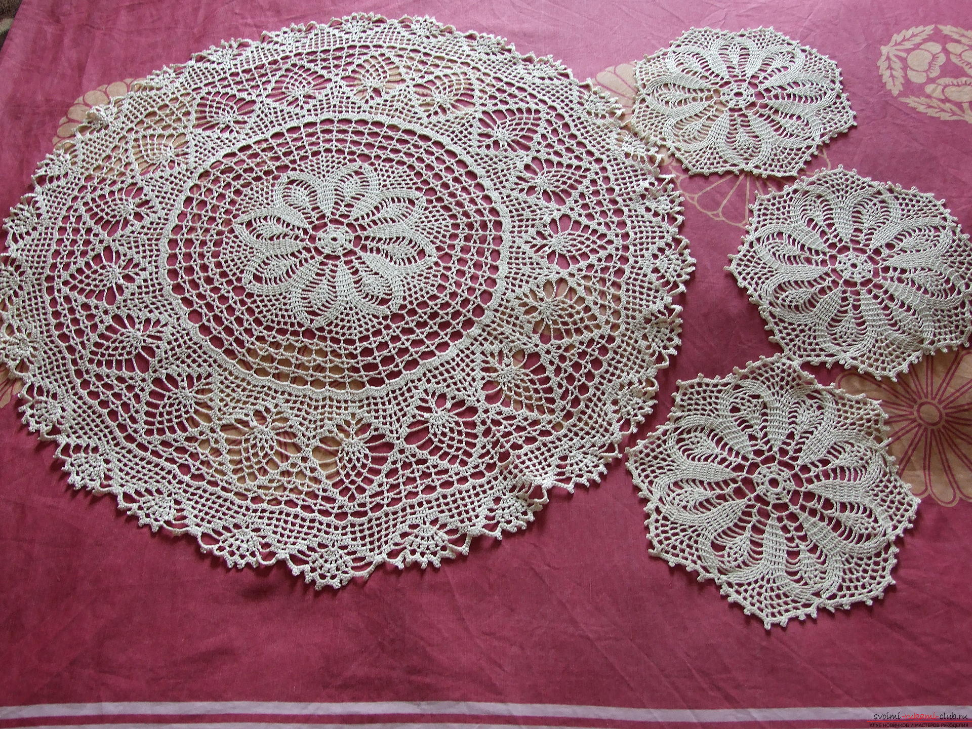 Openwork round tablecloth and napkins. Picture №3