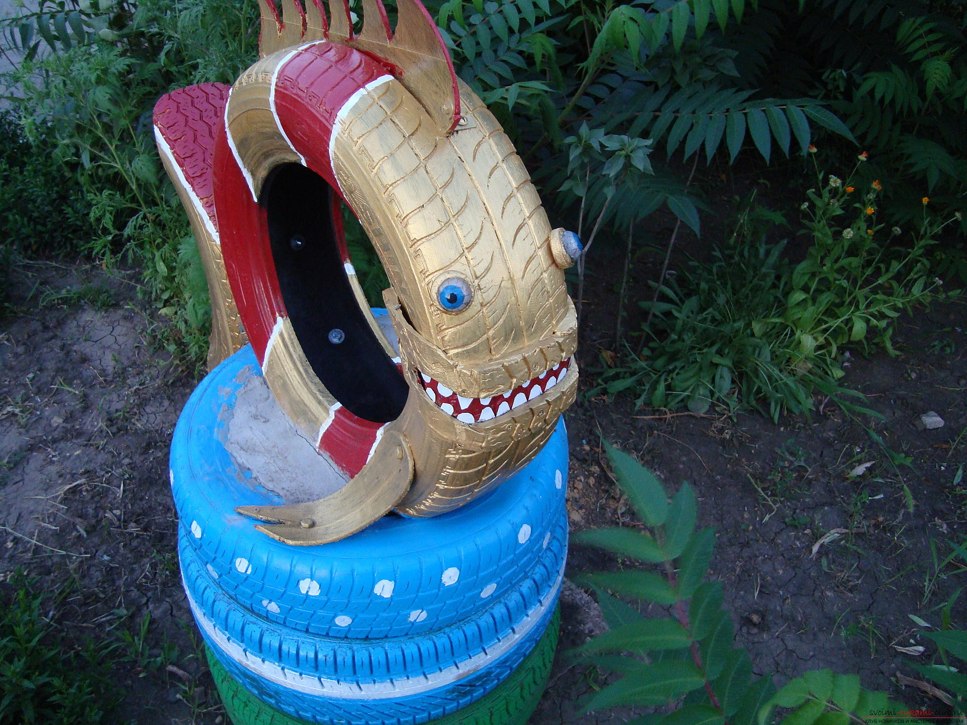 Different crafts made of tires can decorate the yard or children's playground .. Photo №1