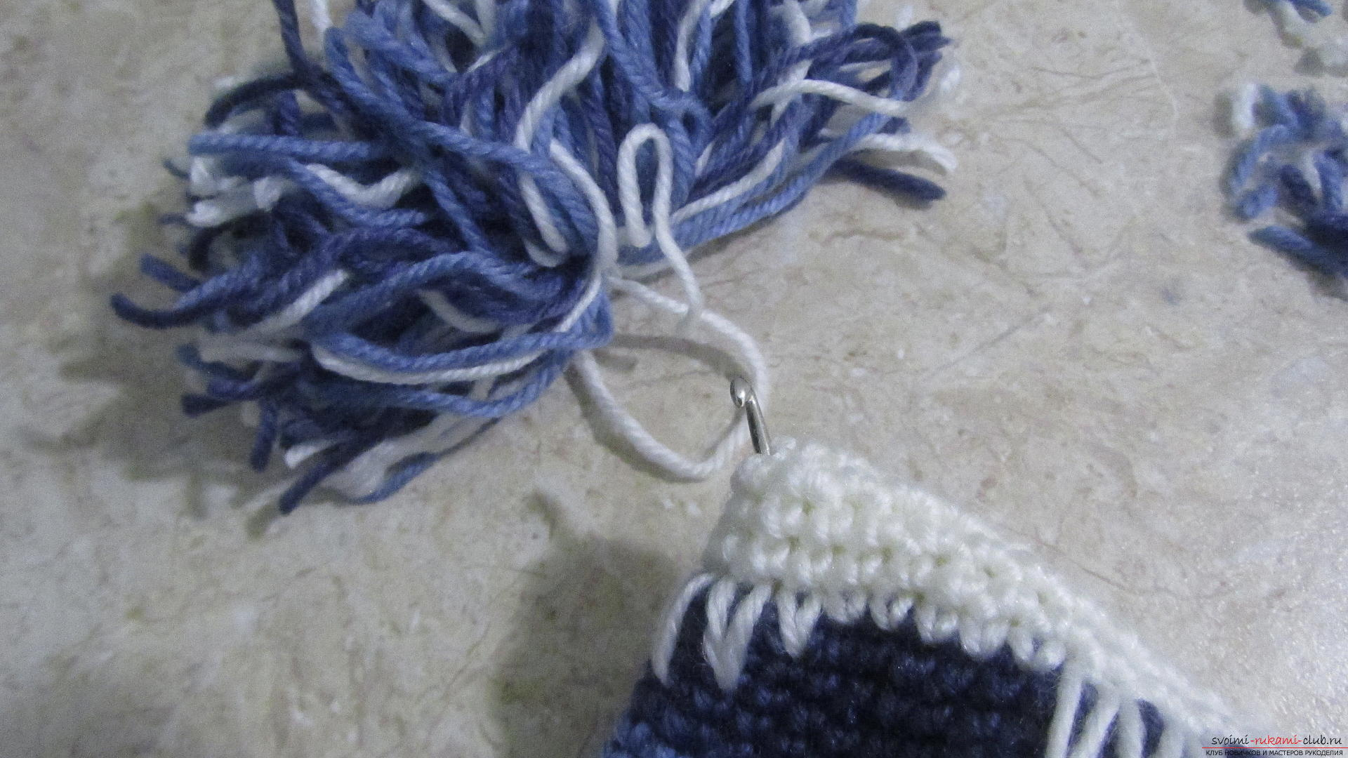 This master class will teach the wizards how to tie a cap with a crochet, make pompoms. Picture №37
