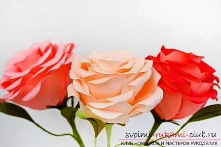 How to make original crafts for springWomen's Day - March 8, step-by-step photo creation frameworks for photos, topiary, crafts in the style of the suite design and a bouquet of huge roses from corrugated paper. Photo Number 9