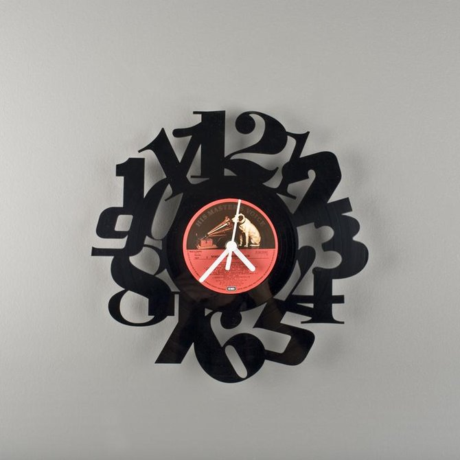 Clock from vinyl records with own hands